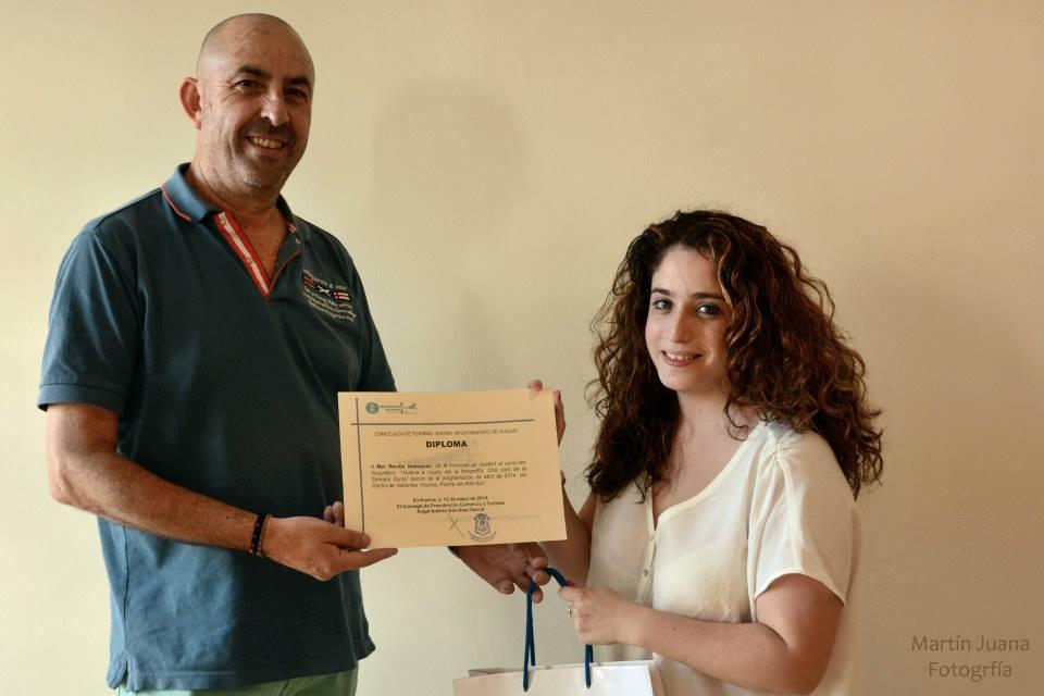 Entrega del diploma-accéist a Mar Revilla