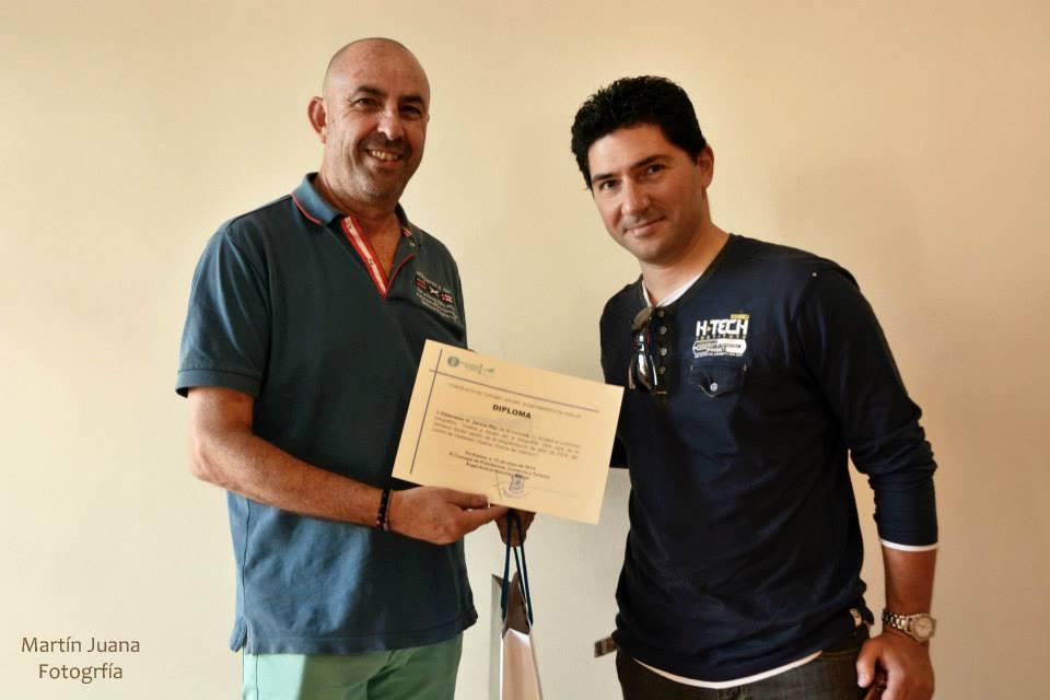 Pedro J. Ruiz-Constantino Perez entrega diploma-accésit a Estanislao García Rey